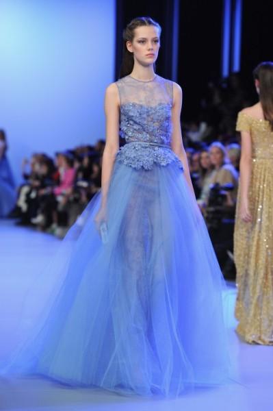 Модель идёт по подиуму в платье от Elie Saab, 22 января 2014 года, Париж. Фото: Pascal Le Segretain/Getty Images