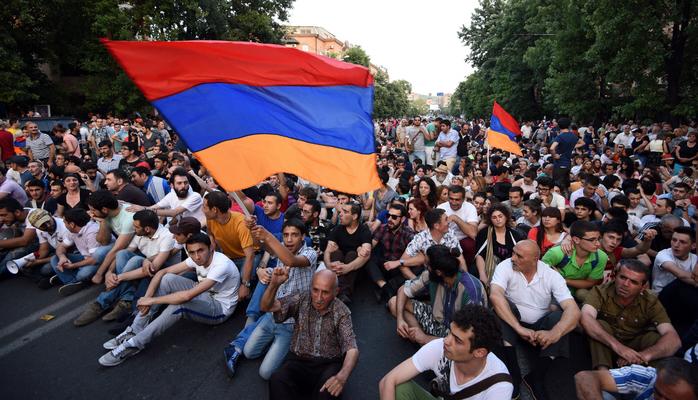 В Ереване полиция разогнала водомётами акцию протеста