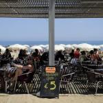 Меню в ресторане в Барселоне, Испания, 22 июня 2011 г. Фото: David Ramos/Getty Images