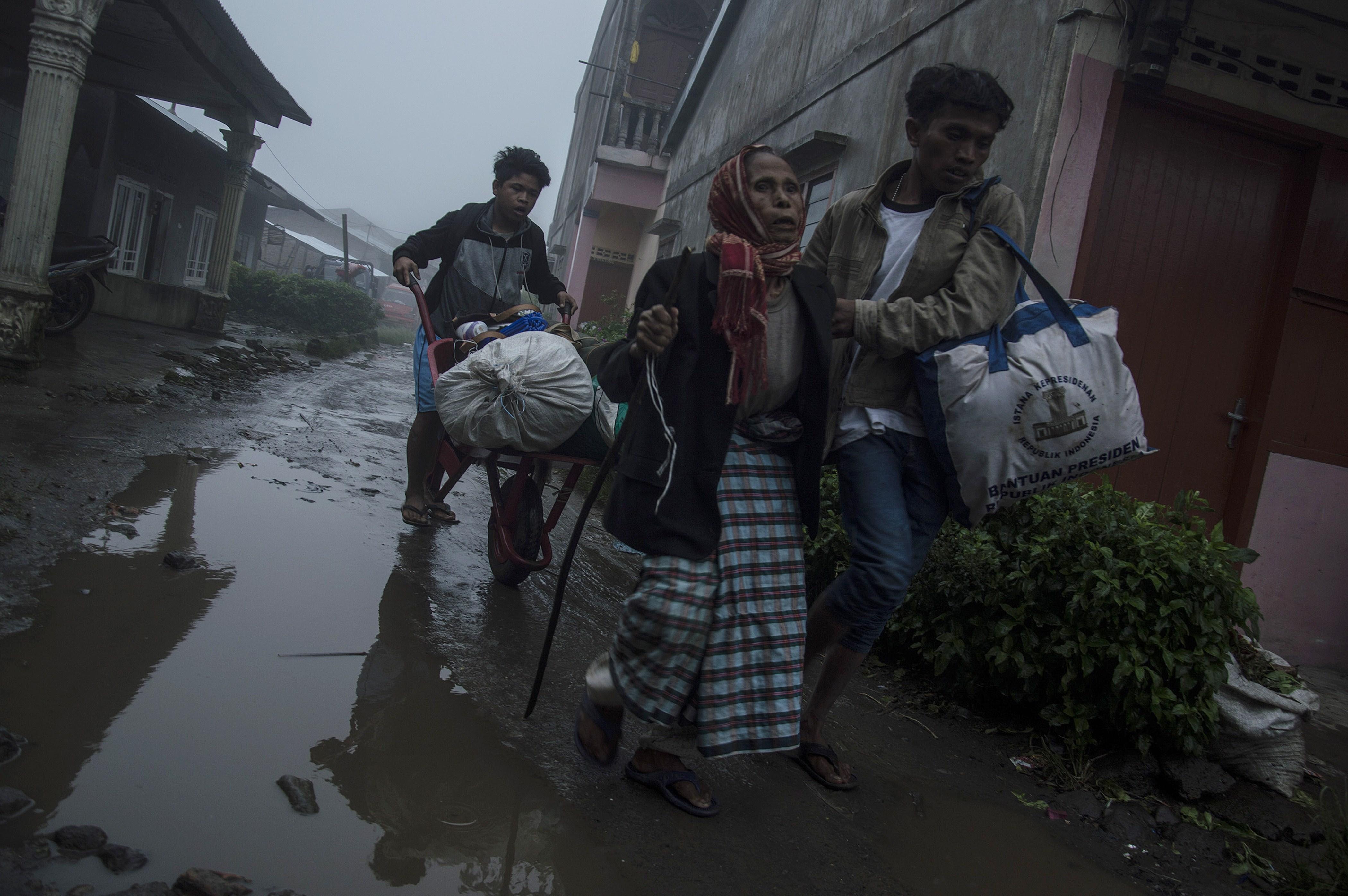 Синабунг, извержение, Индонезия, эвакуация