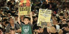 Гонконгцы почтили память жертв бойни на Тяньаньмэнь