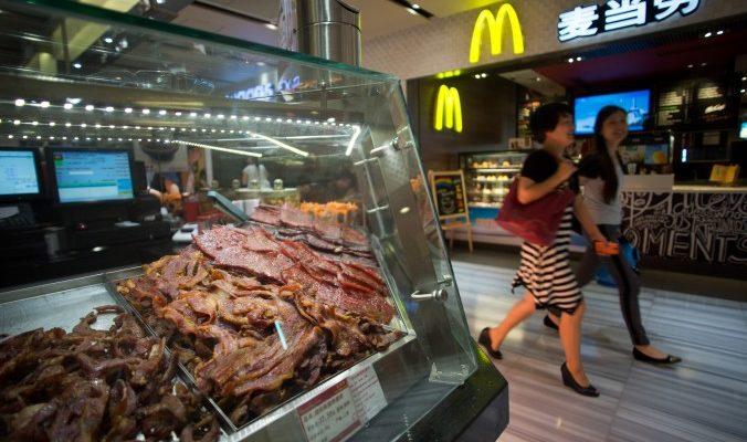 Очередной мясной скандал в Китае помешал «МакДональдс» вернуть доверие