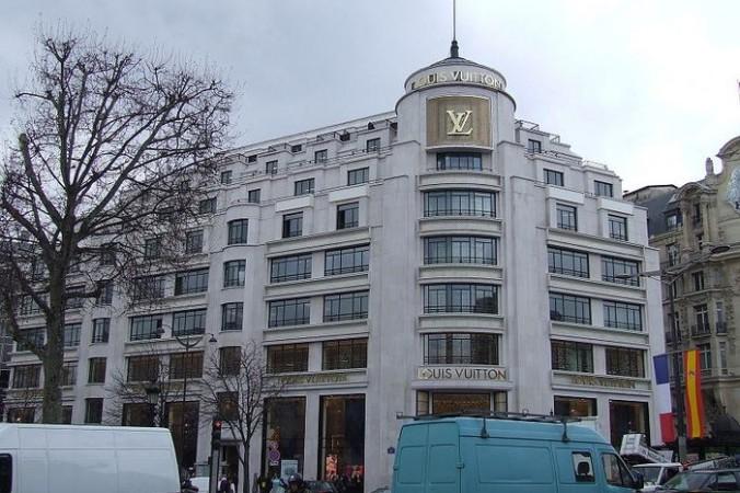 Модный дом Louis Vuitton на Елисейских полях в Париже. Фото: commons.wikimedia.org