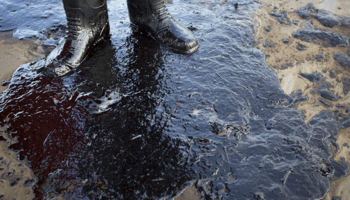 В Якутии на реке Яна произошёл разлив нефти