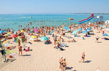 Пляжный отдых в Евпатории. Фото: argo-crimea.ru