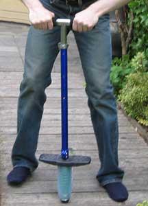 Тренажёр-кузнечик пого-стик. Фото: Flominator/commons.wikimedia.org