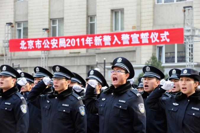 Полицейские дают присягу после приёма на работу в Управление общественной безопасности Пекина, 18 февраля 2011 года. Фото: ChinaFotoPress/Getty Images