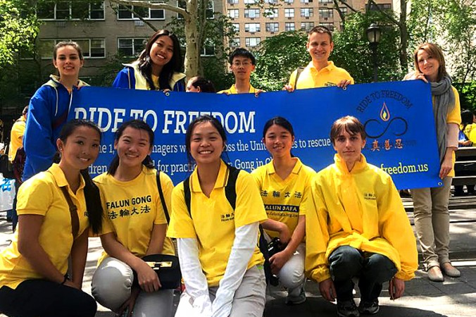 Ребята из проекта Ride2Freedom преодолевают более 3000 миль во имя защиты прав человека . Фото: theepochtimes.com