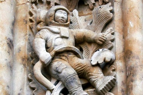Фигура астронавта на фасаде Кафедрального собора Саламанки, Испания