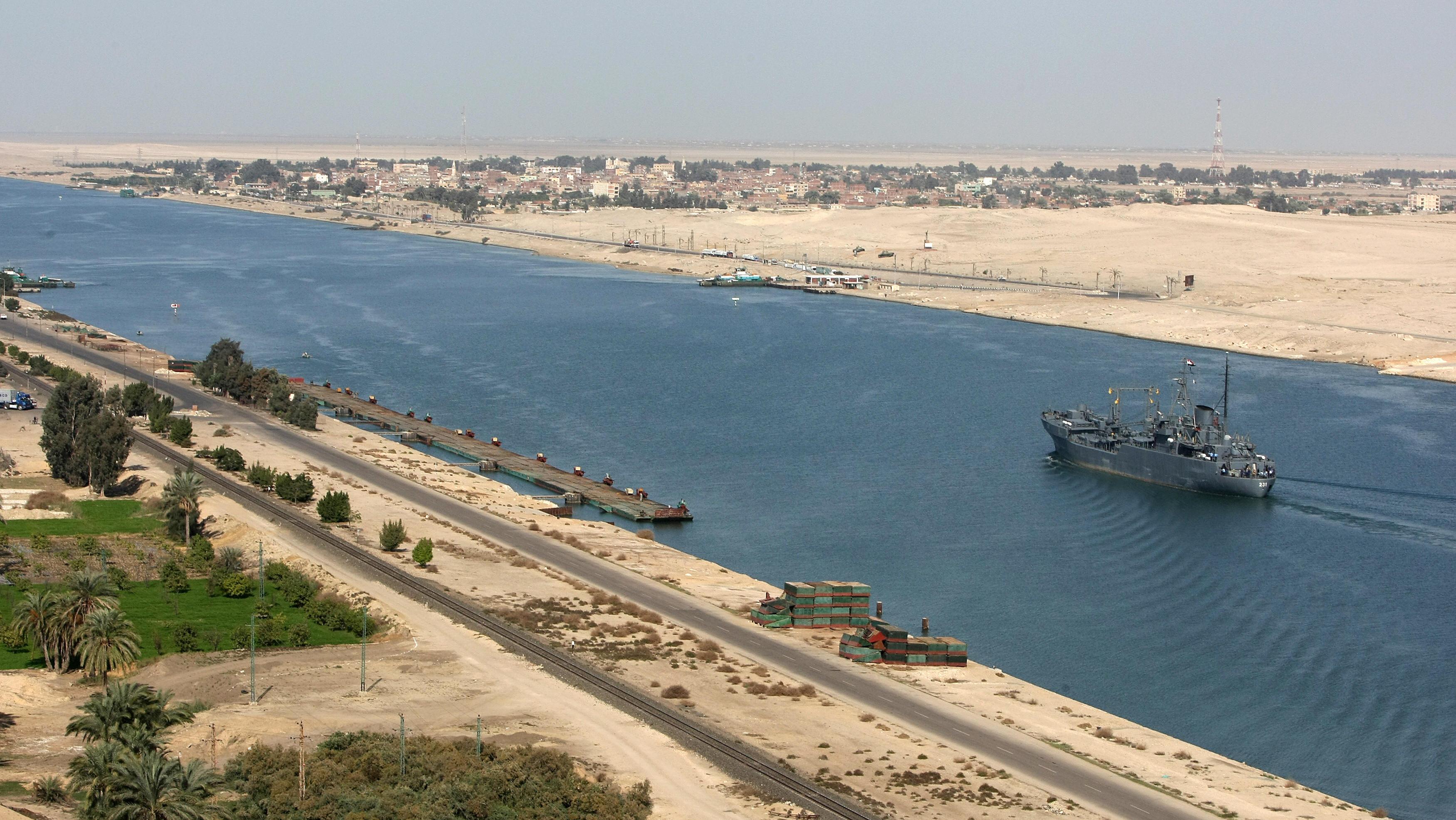 В Египте откроют новое русло Суэцкого канала