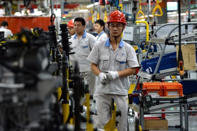 Сборочная линия на заводе FAW-Volkswagen в городе Чэнду провинции Сычуань, 6 июля 2014 года. Фото: Goh Chai Hin/AFP/Getty Images