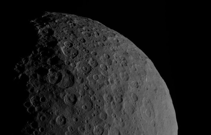 Пятна на Церере сфотографировали с 4400 километров