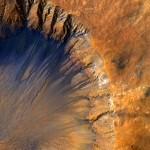 Кратер на Марсе, 30 марта 2015 г. Фото: NASA/JPL