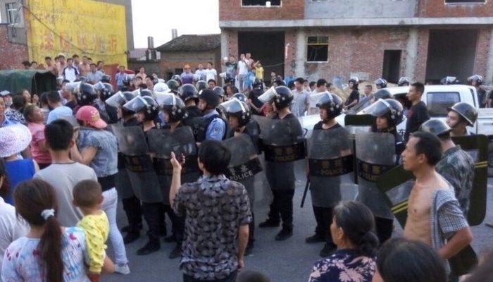 В Китае произошло столкновение жителей деревни с полицией из-за праздника Дуаньу