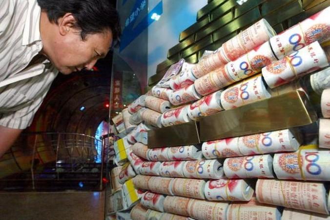 Дома у китайских коррупционеров часто находят золотые слитки и крупные суммы наличных. Фото: LIU JIN/AFP/Getty Images