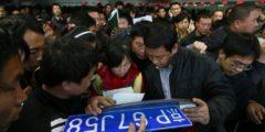 В Шанхае чиновники продали тысячи фальшивых автомобильных номеров