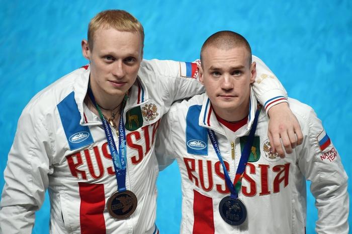 Евгений Кузнецов и Илья Захаров. Фото: CHRISTOPHE SIMON/AFP/Getty Images