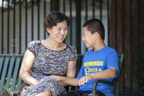 Гэн Хэ и Гао Тяньюй, супруга и сын известного китайского адвоката Гао Чжишэна. Фото: Ma Youzhi/Epoch TImes