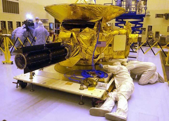 Космическая станция NASA New Horizons в стадии подготовки к полёту. Фото: BRUCE WEAVER/AFP/Getty Images