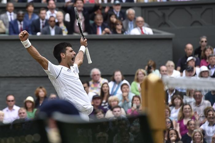 Победитель теннисного турнира в Великобритании Новак Джокович. Фото:  TOBY MELVILLE/AFP/Getty Images