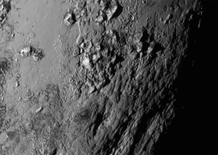 Ледяные горы на поверхности Плутона. Фото: nasa.go