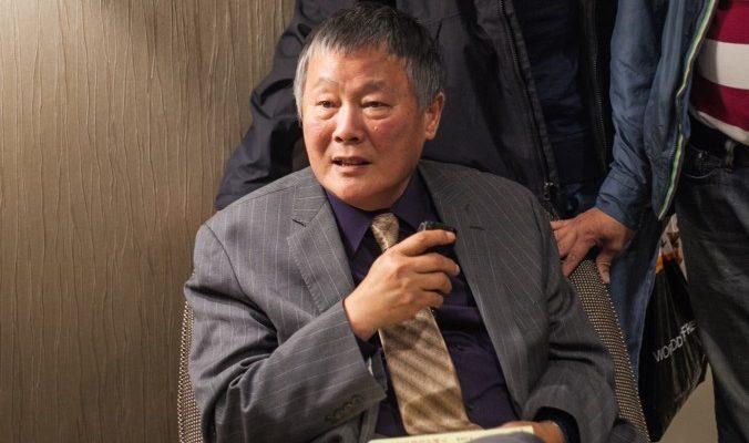 Отец китайской демократии поддерживает иски против бывшего главы КПК