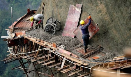Cliff-Gallery-road-China-worker-3-600x355
