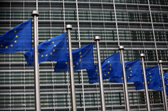 Флаги Евросоюза развеваются у здания Еврокомиссии 24 октября 2014 года, Брюссель, Бельгия. Фото: Carl Court/Getty Images