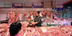 Светящаяся в темноте свинина и другие скандалы с мясом в Китае