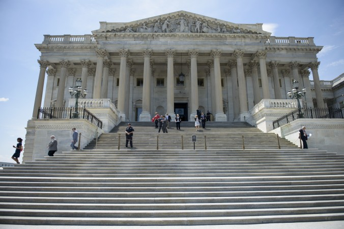 Капитолийский холм в Вашингтоне, 12 июня 2015 г. Фото: Brendan Smialowski/AFP/Getty Images