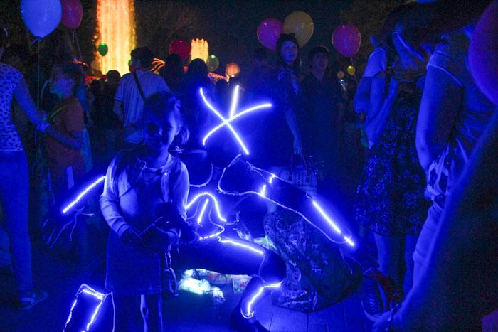 Запуск светошариков в Краснодаре. Фото с участником школы танцев.  Фото: Александр Трушников/Великая Эпоха