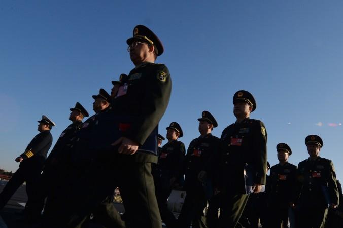 Делегация военных прибывает на всекитайское собрание народных представителей, 5 марта 2014 г. Новый закон о госбезопасности, принятый 1 июля 2015 г., был раскритикован. Фото: Mark Ralston/AFP/Getty Images