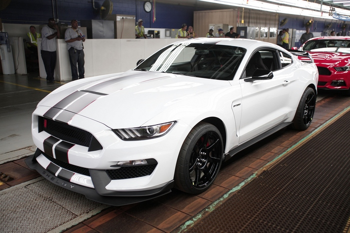 Мустанг Shelby GT 350R  2015 года. Фото: Bill Pugliano/Getty Images)