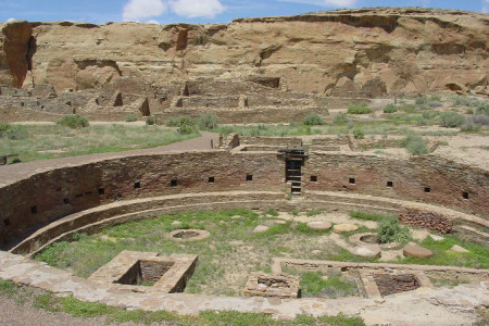 Chaco-Canyon-wikimedia-commons_Chaco-Canyon-Chetro-Ketl-great-kiva-plaza-NPS-WEBONLY