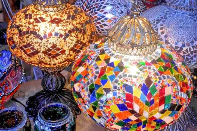Восточные светильники в лавке сувениров. Фото: Алла Лавриненко/Великая Эпоха