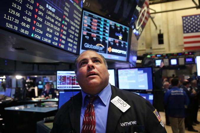 Маклер на Нью-Йоркской бирже (NYSE) 24 августа 2015 года. Фото: Spencer Platt/Getty Images