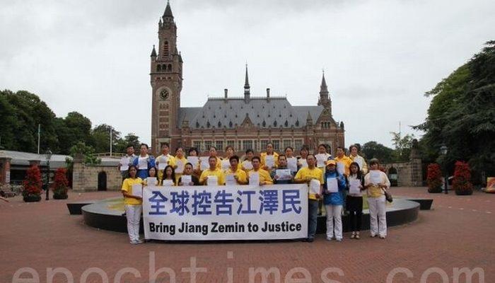 Прокуратура Китая советует пожаловаться на силовиков, мешающих подать иски на Цзян Цзэминя