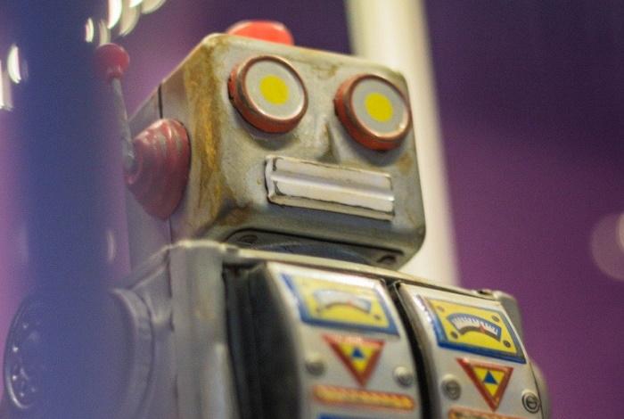 Японцы научили робота убегать от злых детей