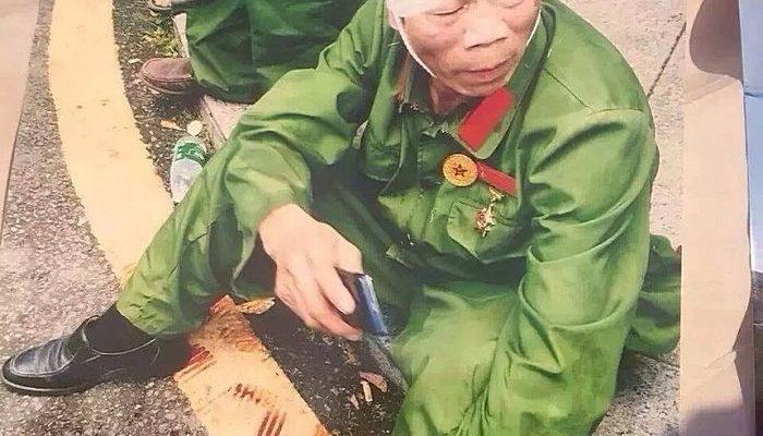 В Китае полицейские избили дубинками протестующих ветеранов