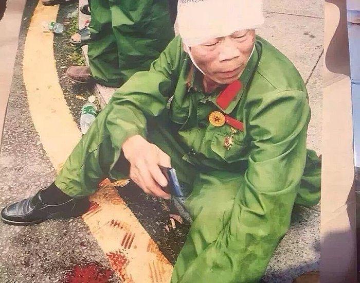 Протест ветеранов. Город Янцзян провинции Гуандун. Август 2015 года. Фото с epochtimes.com