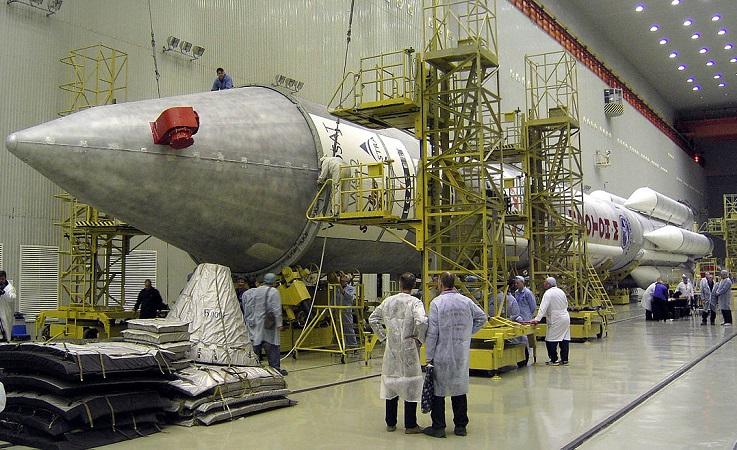 Подготовка ракеты-носителя «Протон-М». Фото: Alex Lane/flickr.com/CC BY-SA 2.0