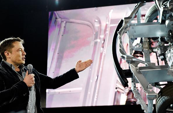 Компания Tesla приступит к выпуску бюджетного электромобиля Model 3 в 2017