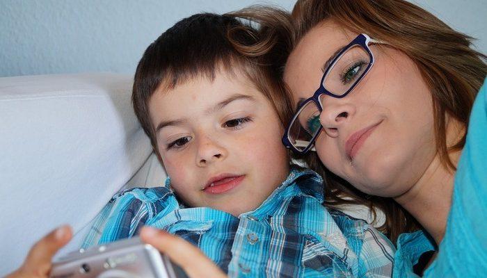 Гаджеты не заменят детям общение с родителями