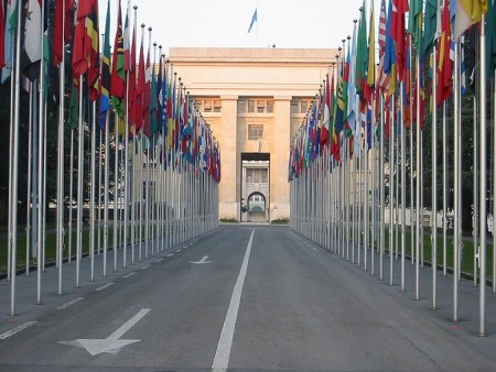 Флаги перед зданием ООН в Женеве. Фото: Yann/wikipedia.org/CC BY-SA 3.0