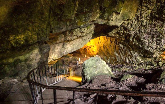 Вход в пещеру Данмор в графстве Килкенни, Ирландия. Фото: abartaaudioguides.com
