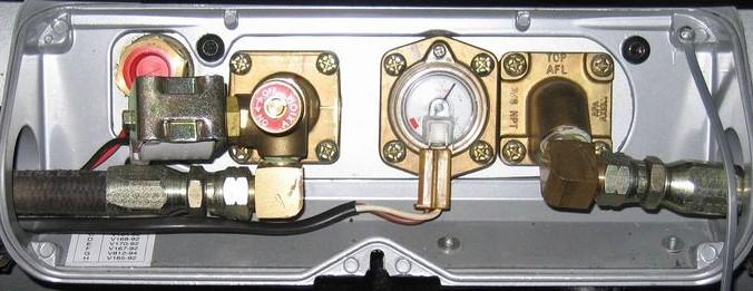 Газозаправочная аппаратура на автомобиле. Фото: Athol Mullen/commons.wikimedia.org/CC BY-SA 3.0