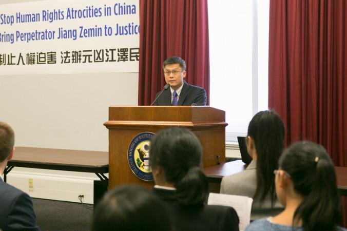 Фрэнк Ли, представитель Ассоциации Фалунь Дафа в Вашингтоне, округ Колумбия, выступает на пресс-конференции на Капитолийском холме 15 сентября. Фото: Lisa Fan/Epoch Times