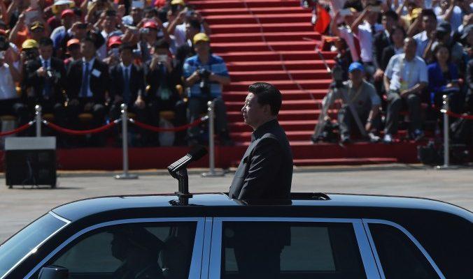 Си Цзиньпин организовал грандиозный военный парад, чтобы приструнить конкурентов внутри компартии