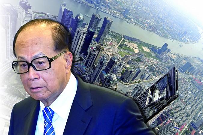 Гонконгские финансовые магнаты, включая Ли Кашина,  самого богатого  человека Азии, недавно начали продавать свои активы в Шанхае. Фото: Epoch Times Composite photo