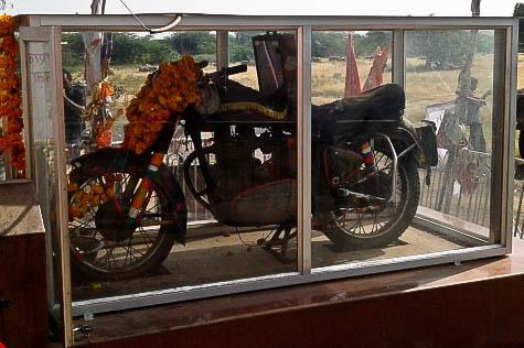 Божественный мотоцикл в индийском храме